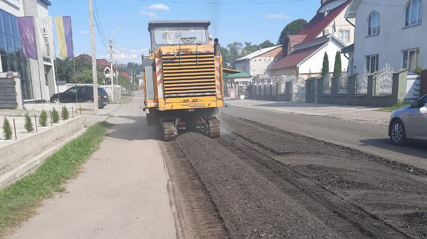 H-09 Mukachevo - Lviv: old pavement loosening started in Solotvyno