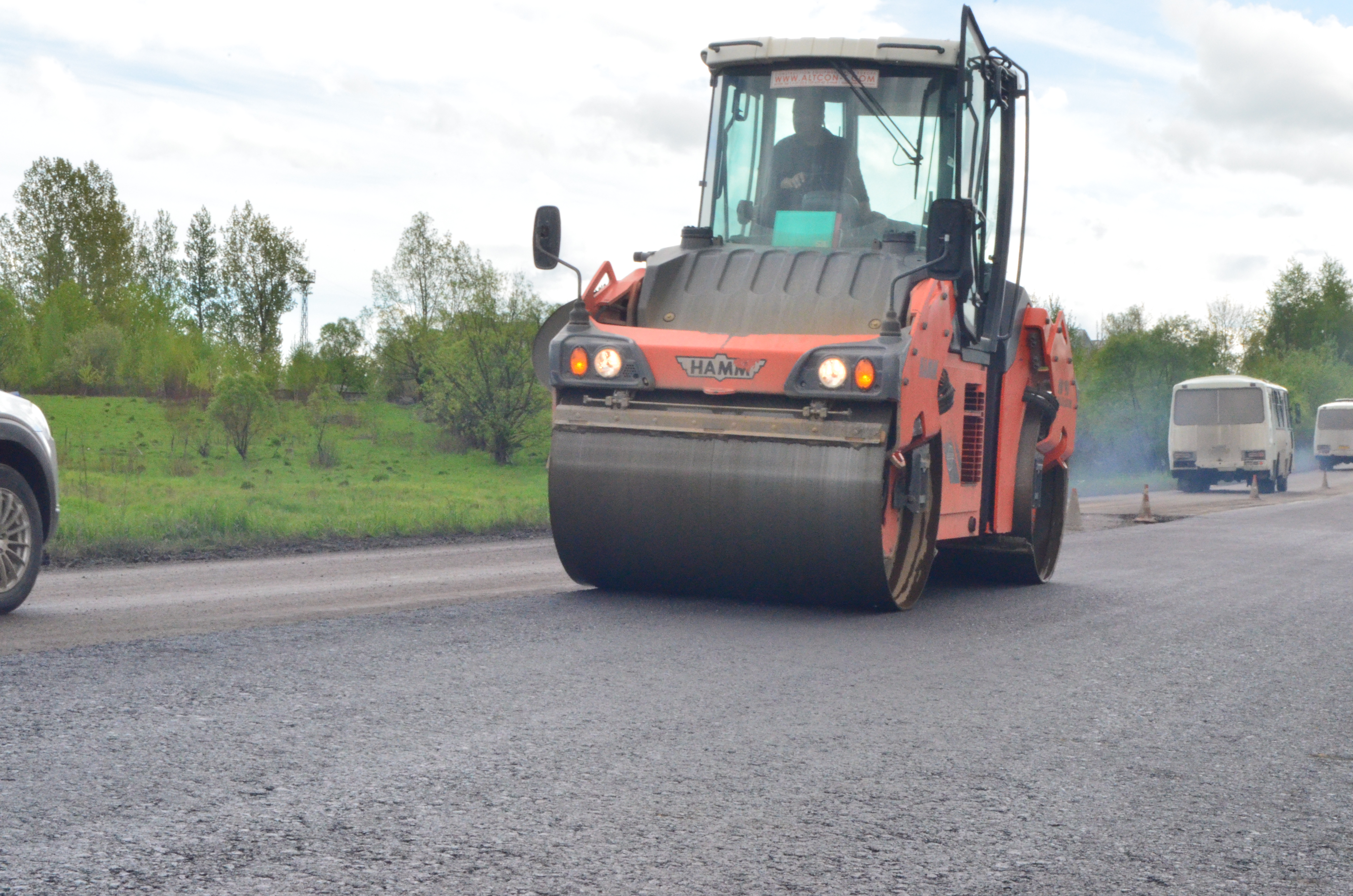 Road repairs in Dolyna district postponed due to weather conditions