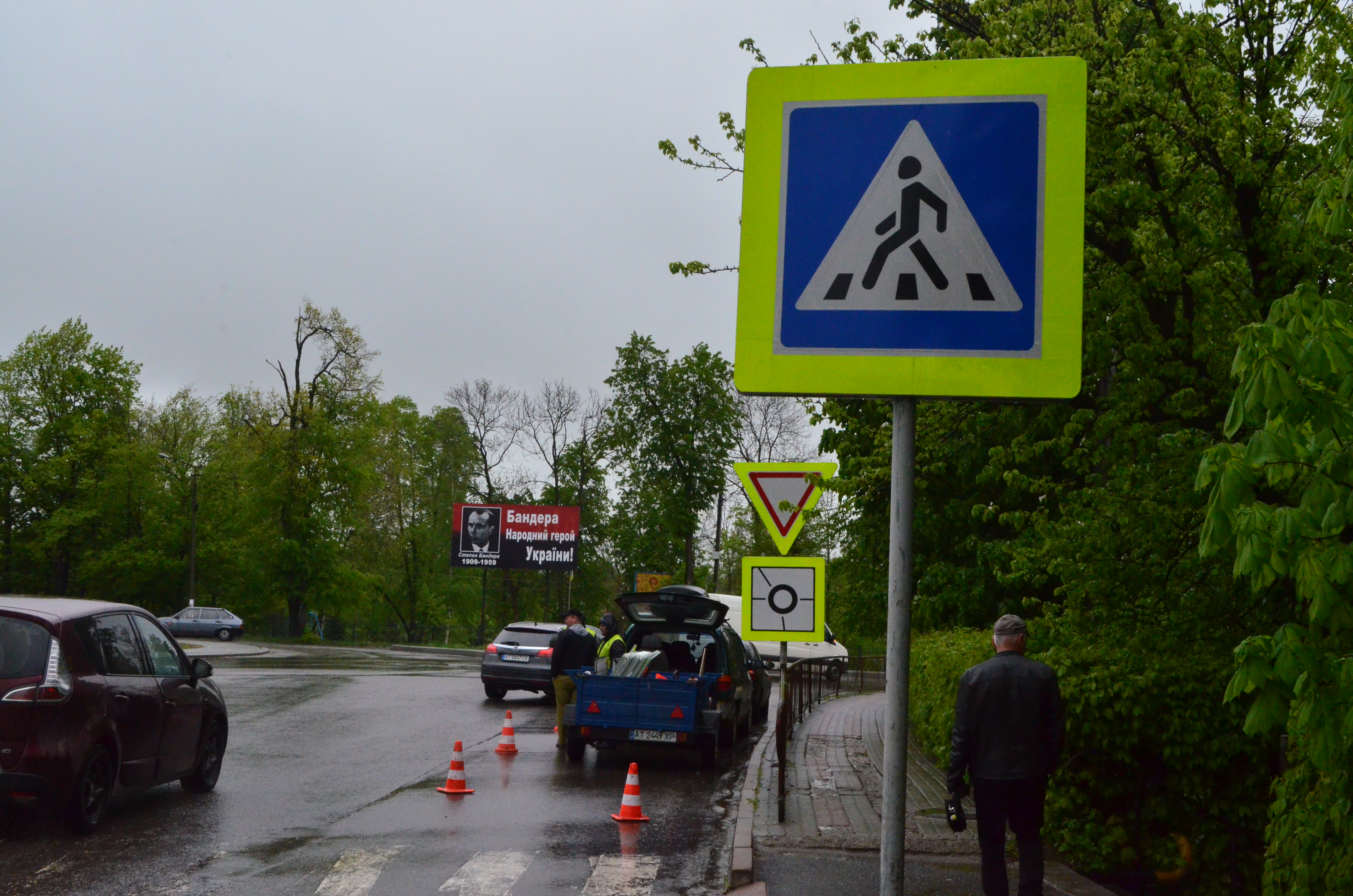 New road signs being installed around Dolyna detour